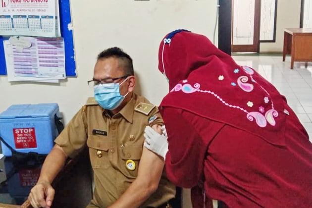 ASN Kota Bekasi sedang di vaksin